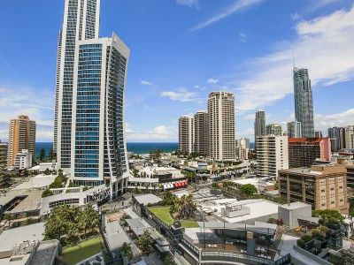 THE CENTRE OF THE GOLD COAST...SURFERS PARADISE...SUN, SEA & LUXURY!  Fully Furnished