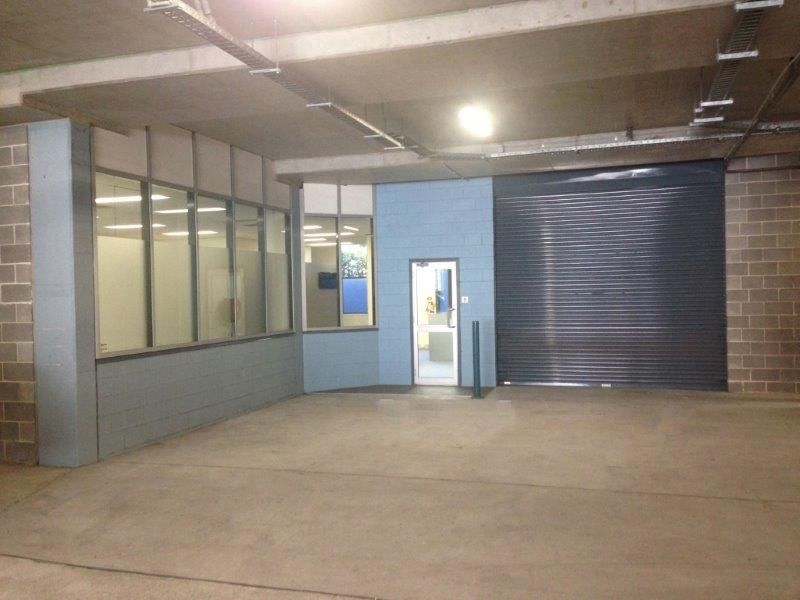 VERSATILE SINGLE LEVEL UNIT - LEASED FOR 2 YEARS