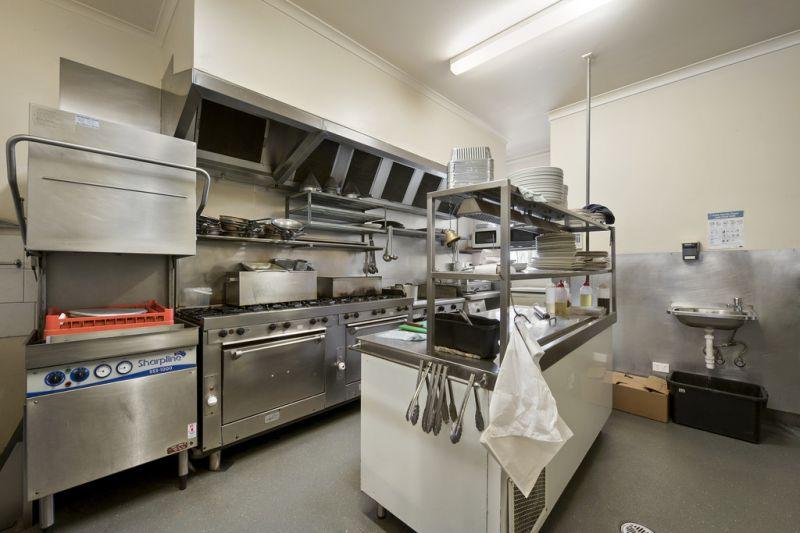 Renowned Pompeo's Restaurant - JACKSON COURT