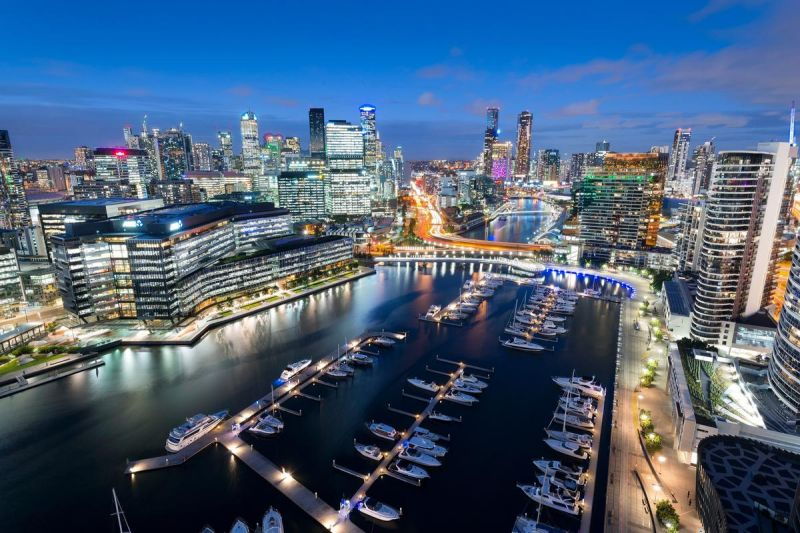 Enjoy the Expanses of this Luxury Docklands Retreat