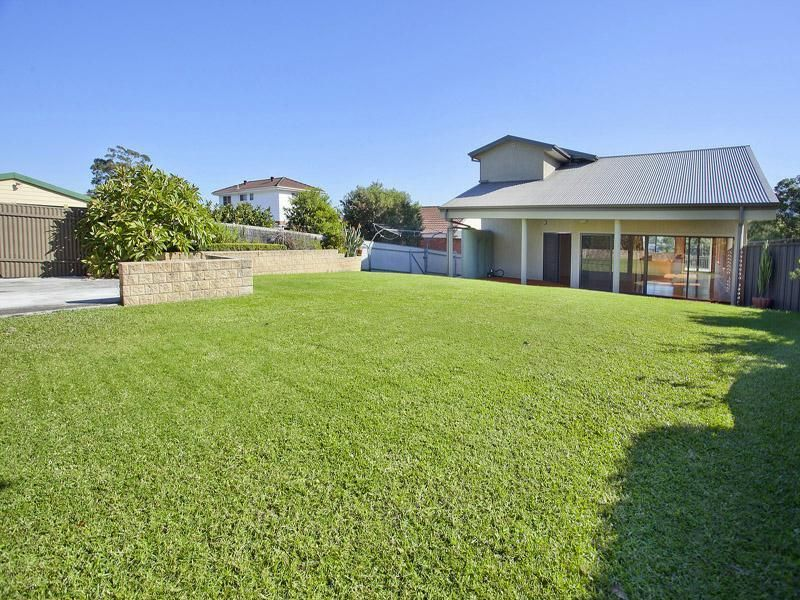 3 Mountain View Crescent, Figtree NSW