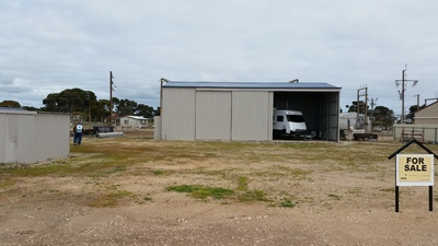 1000m2 block with large shed