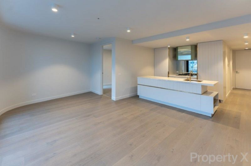 This West facing Large One Bedroom Apartment is the perfect City Pad!