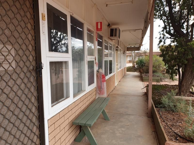 COMMERCIAL PROPERTY WITH LONG TERM TENANT - SELLING FREEHOLD!