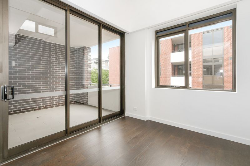 DEPOSIT RECEIVED - Ultra Modern Apartment - Just a stroll to cafes, trains & with a car space provided!