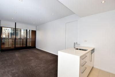 Prima Pearl: 28th Floor - Enjoy Luxury Southbank Living!