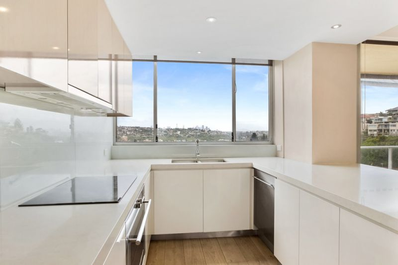 Modern 3 Bedroom Apartment with Views of the Harbour Bridge, Opera House and Bondi Beach From Every Room