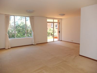 Spacious 3 Bedroom Apartment in the Heart of Double Bay!