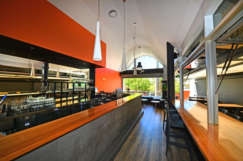 Hastings Streetfront Restaurant / Bar
