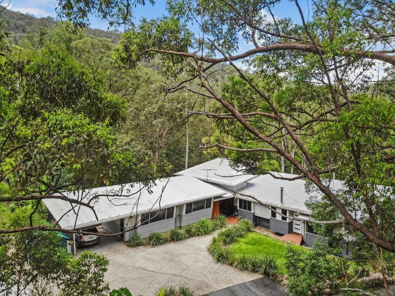 Contemporary hideaway, Secluded sanctuary plus studio  on 8.1 acres
