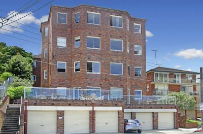 Short Easy Stroll to Manly Wharf - DEPOSIT TAKEN