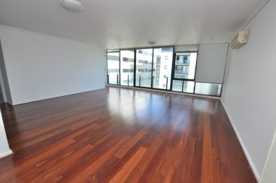The Capri, 10th Floor: Fantastic Location - With Floorboards!