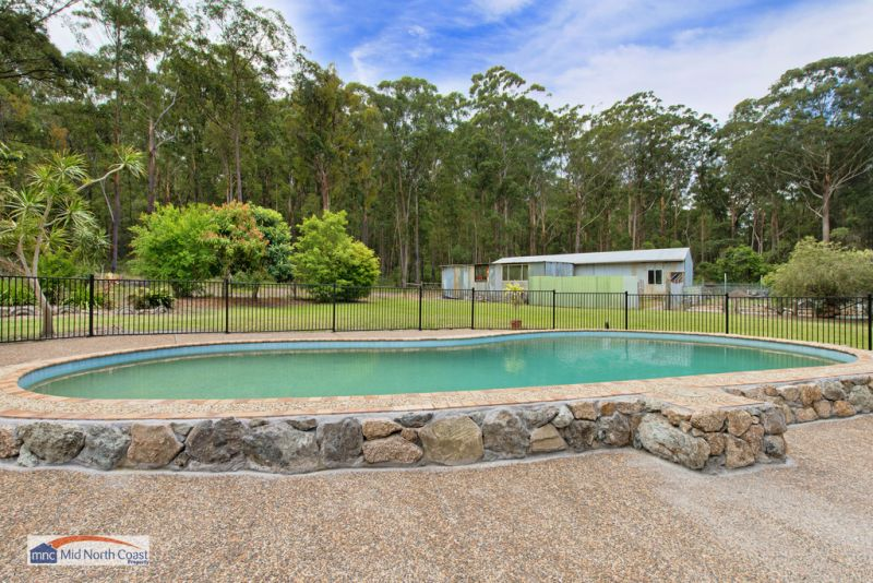 OVER 2 ACRES 5 MINS TO BEACH!!