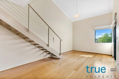 = HOLDING DEPOSIT RECEIVED =  SPLIT LEVEL APARTMENT LOCATED IN THE HEART OF NEWTOWN
