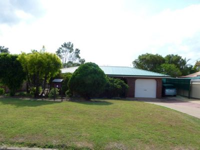 3 BEDROOM HOME IN CENTRAL LOCATION IN FLINDERS VIEW WHICH SITS ON LARGE BLOCK
