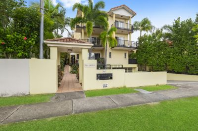 Immaculate apartment in quiet central location