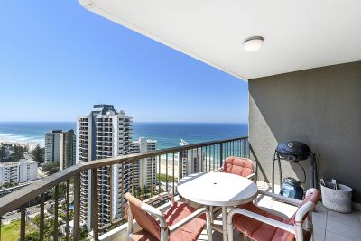 WOW FACTOR VIEWS! HUGE APARTMENT CLOSE TO THE BEACH!