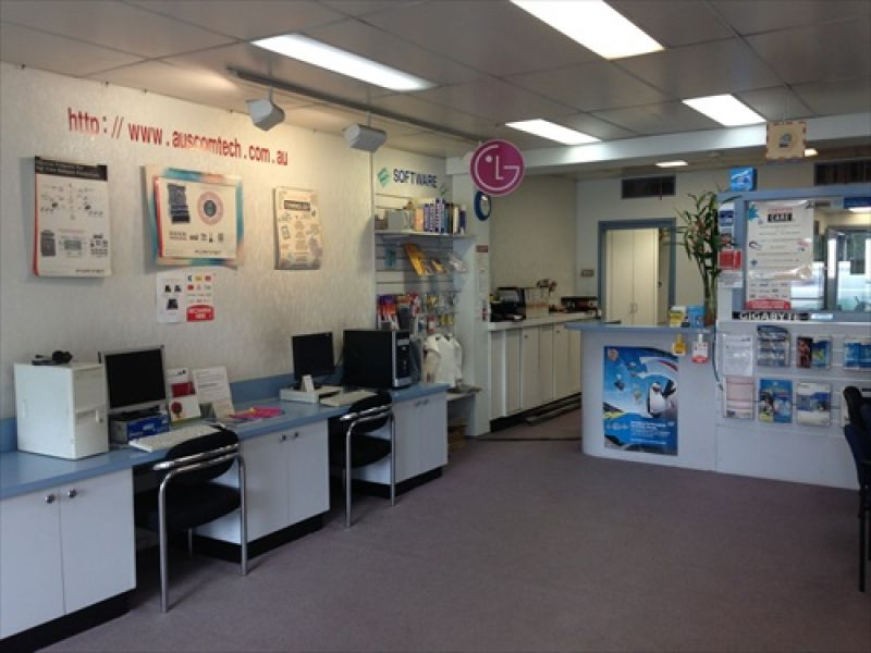Pacific Highway Exposure - Perfect for Retail, Medical, Consulting, Office or Showroom!