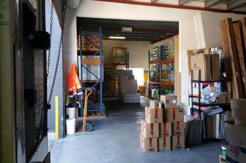Stand Alone Warehouse & Modern Showroom Area