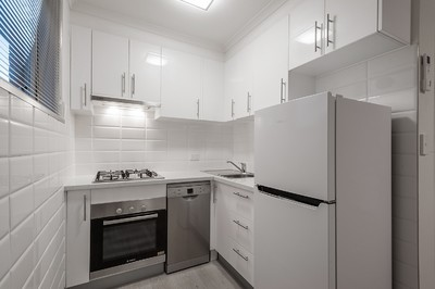 Newly renovated top floor apartment, rent includes Water (no water bills!)
