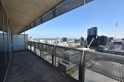 Liberty Tower: Three Bedroom, Two Bathrooms - with Amazing Views!