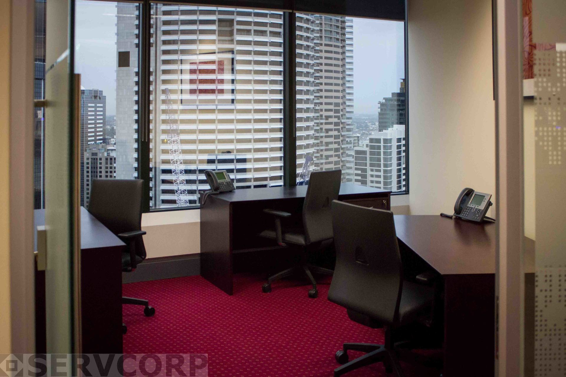 HIGH-QUALITY SUTIABLE OFFICE IN THE HEART OF SYDNEY CITY WITH EXCELLENT NATURAL LIGHT.