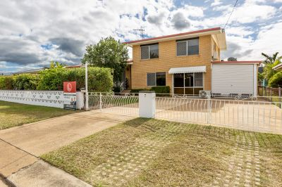 IMPRESSIVE FAMILY RESIDENCE ON BIG BLOCK WITH DUAL LIVING OPTIONS!