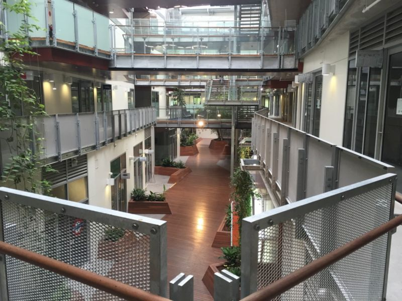 SUPERB NEW FIRST FLOOR OFFICE / OFFERING INCENTIVES