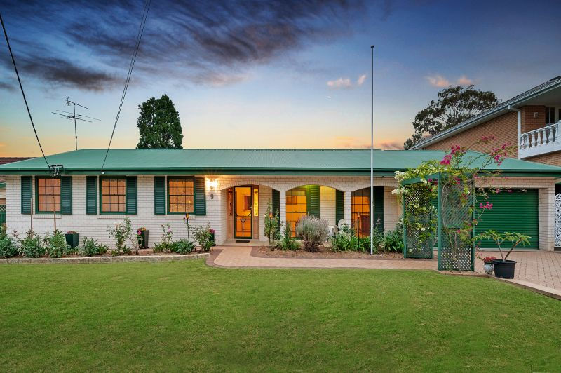 Well maintained family home minutes from convenience