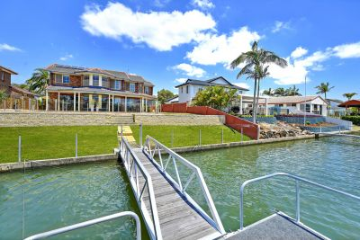 Waterfront Living  18.9m* waterfrontage - Wide Canal Views
