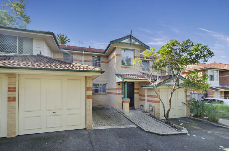 Wonderful Carefree Lifestyle Set in Gated Complex