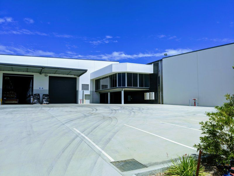 High Clearance Distribution Warehouse Fronting Logan Motorway