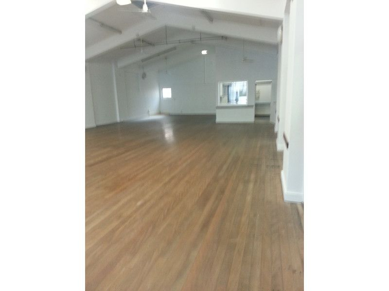HUGE HALL IN THE HEART OF WEST END RETAIL PRECINT