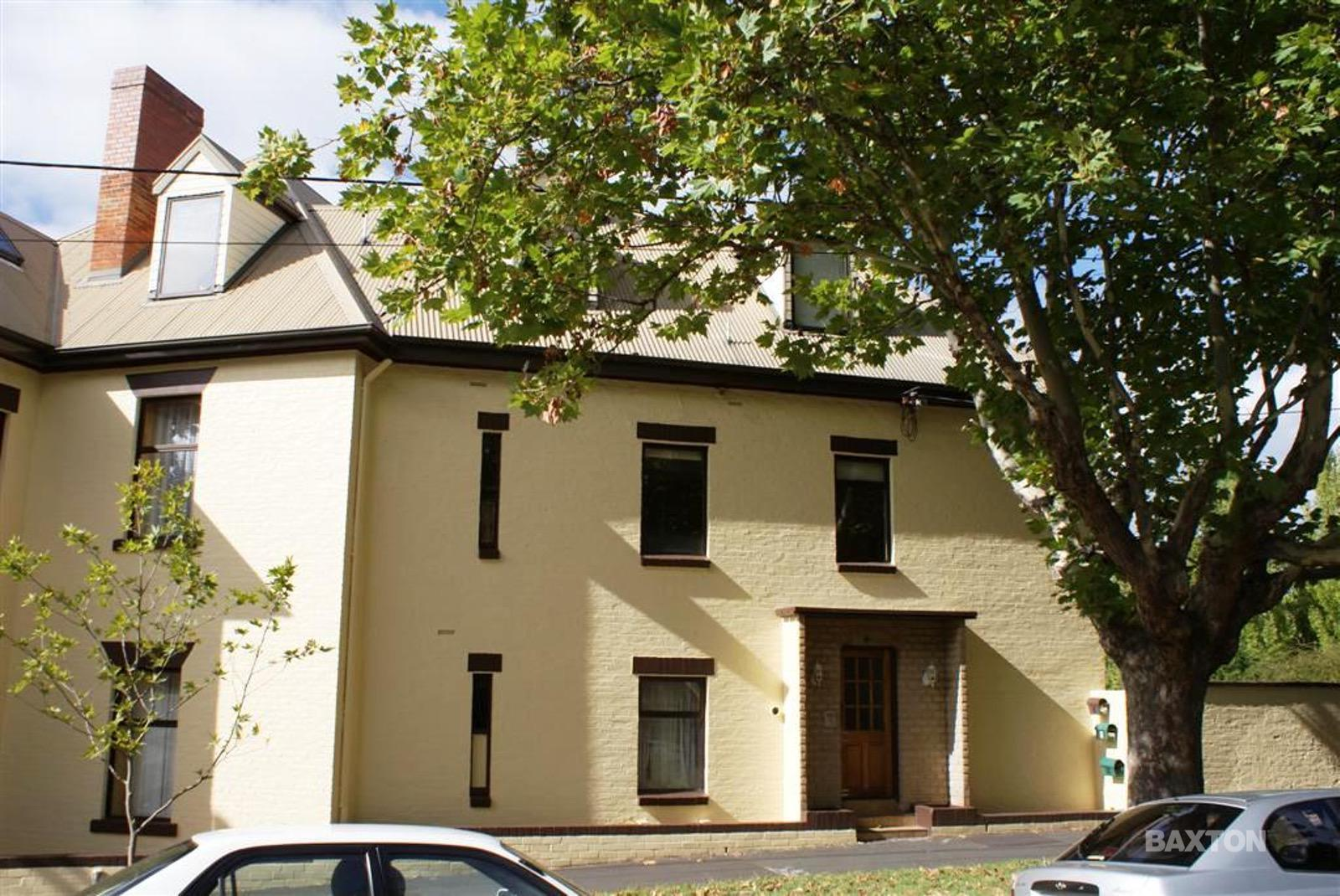 1/4 Fitzroy Place