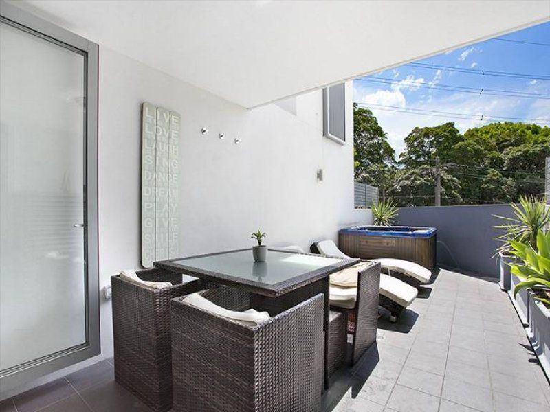 Stylish townhouse style apartment in the most convenient location!