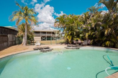 SPACIOUS QUEENSLANDER ON 1012M2 GROUNDS WITH HUGE DECK, POOL & IN A GREAT SPOT!
