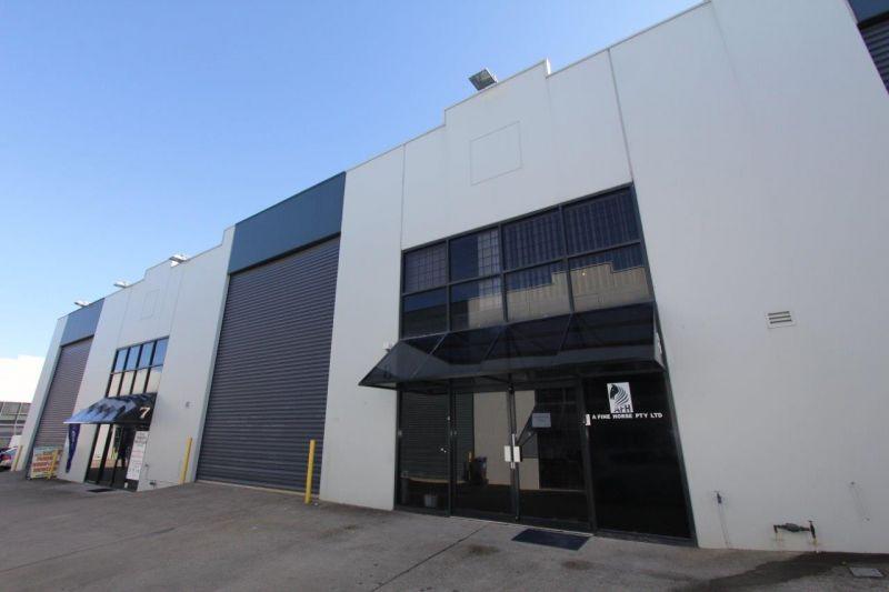 Modern Office/Warehouse – Ideal Headquarters