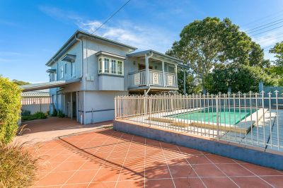 PERFECTLY POSITIONED LOW MAINTENANCE FAMILY HOME WITH POOL!