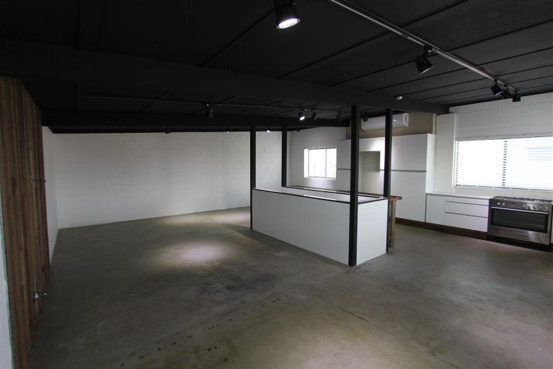 180m² Warehouse, Work Shop & Office
