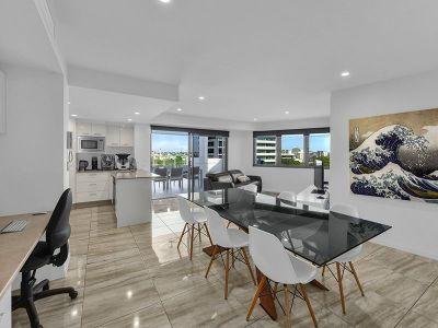 Stylish Sub Penthouse in the Heart of Brisbane!