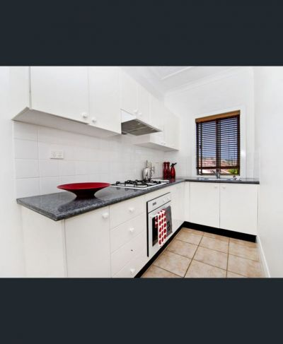 Bright One Bedroom Apartment in the Heart of Bondi