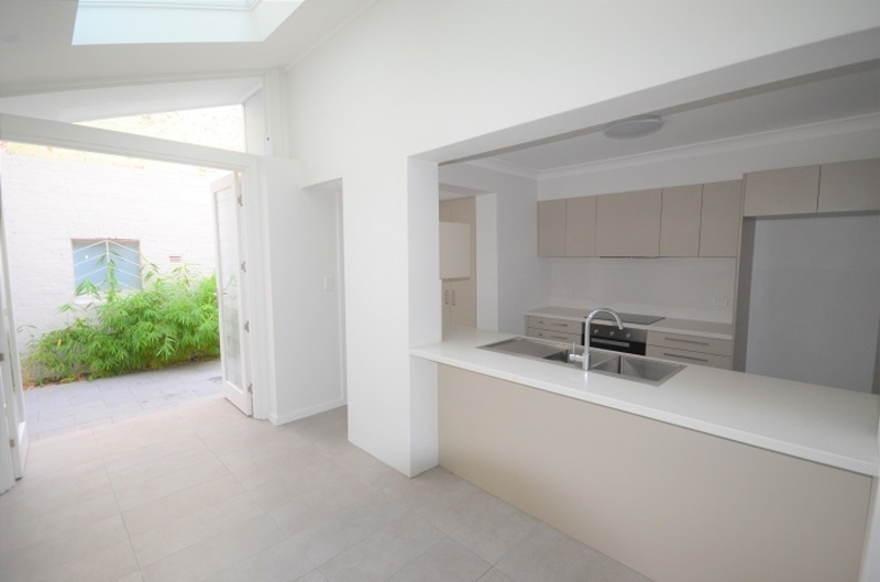 Stylishly Renovated Terrace, Great Location