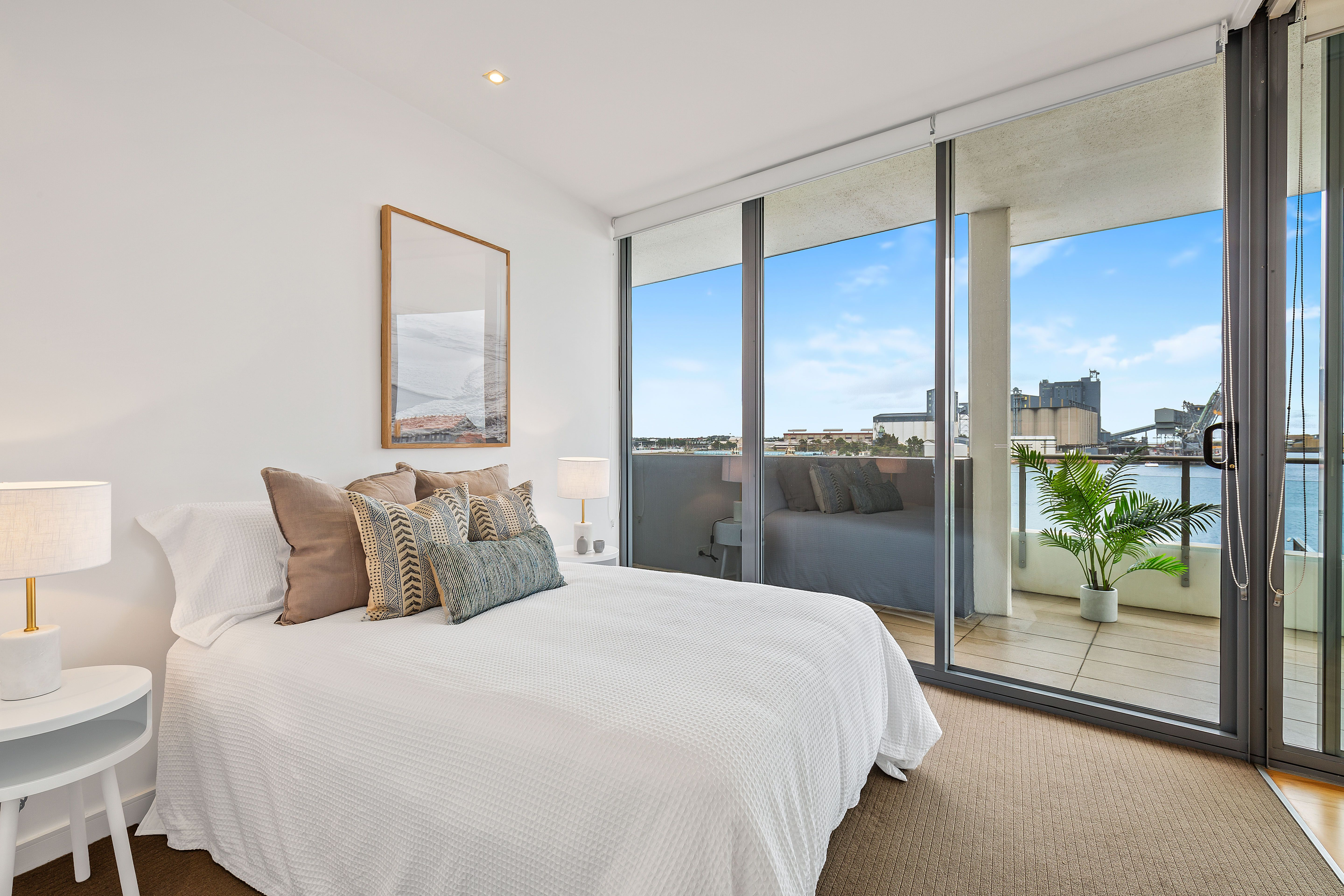 302/15 Honeysuckle Drive, Newcastle