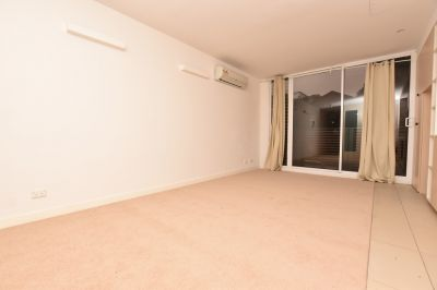 E589: Stunning One Bedroom Apartment in CBD!