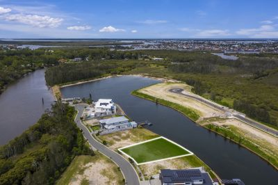 Prime 739m2* Waterfront Opportunity in Serenity Shores!