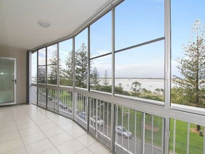 Stunning Broadwater Views!!