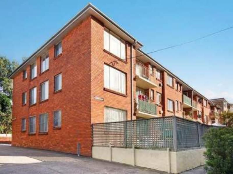 Sunny 2 Bedroom Unit with Car Space - Enjoy Easy Living!
