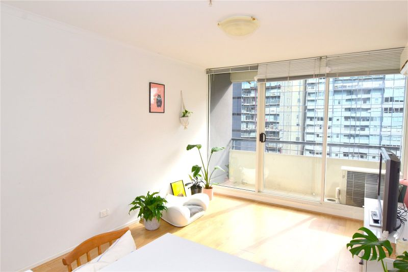 City Condos: 14th Floor - Fantastic Central Location!