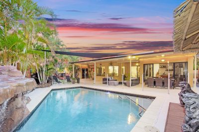 Modern Lowset Home With Side Access - Quiet cul-de-sac In A Lovely Private Monterey Keys Street