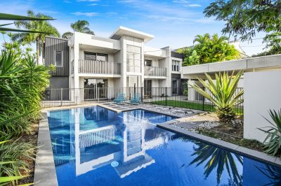 Immaculate Furnished home in the heart of Broadbeach Waters